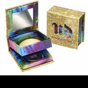 Urban decay eye shadow or high lighter